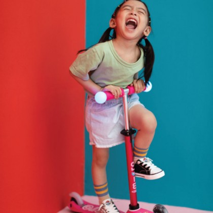 Micro 130 Mini Deluxe Magic Scooter Suitable for 2-5years Old, Pink